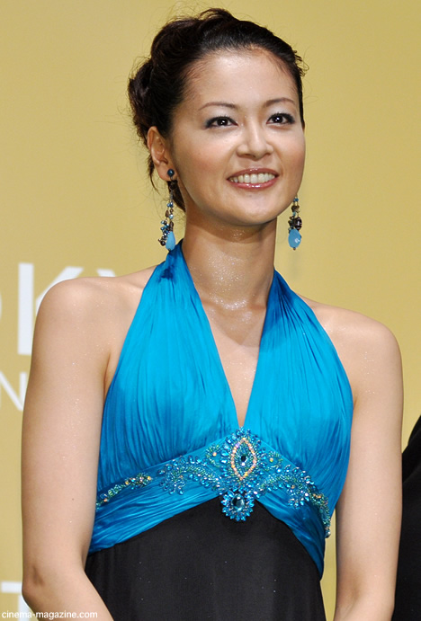 アジアンなドレスの黒谷友香