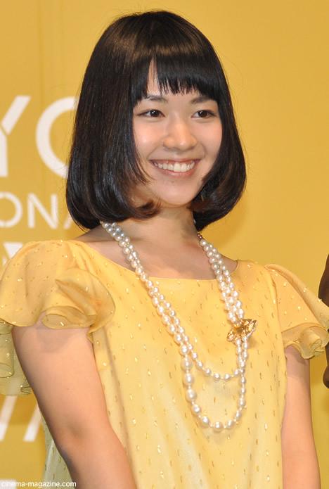 黄色シフォンの吉谷彩子
