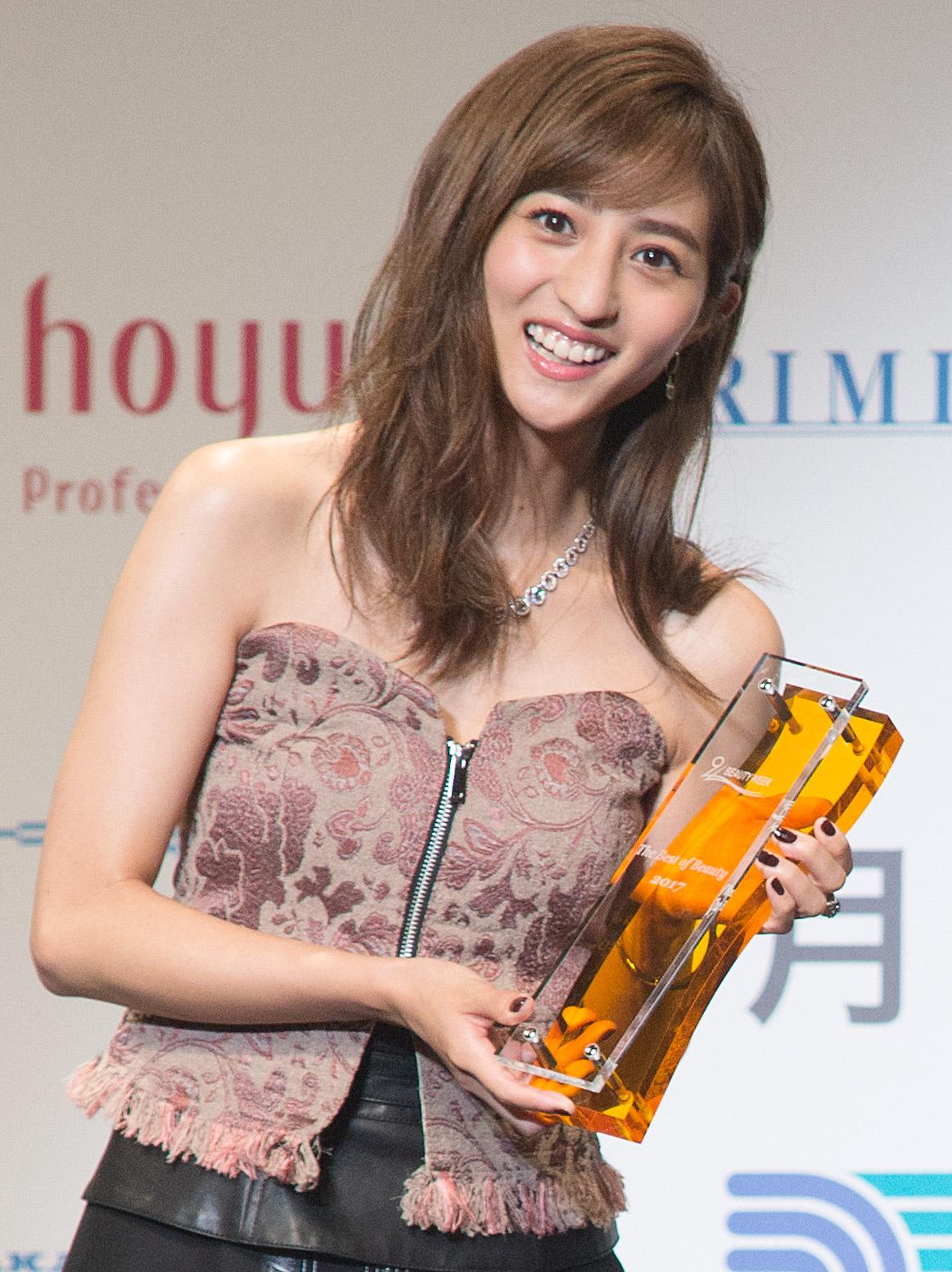 ヘアスタイルアワードを受賞している堀田茜
